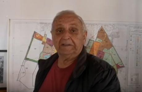רוני בן זאב עם זיכרונות בווידאו